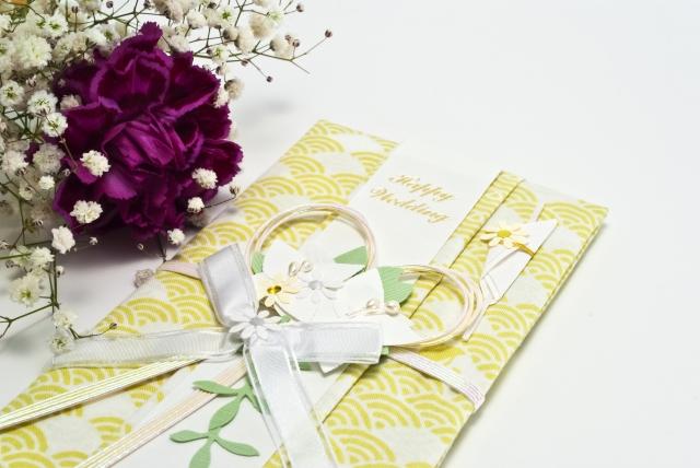 新婚カップルたちの「披露宴の形式とご祝儀総額」