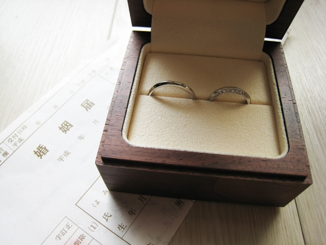 新婚カップルたちが「結婚指輪の購入検討時に利用した情報源」