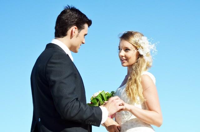 新婚カップルたちは「婚約指輪に対する憧れがあった?なかった?」