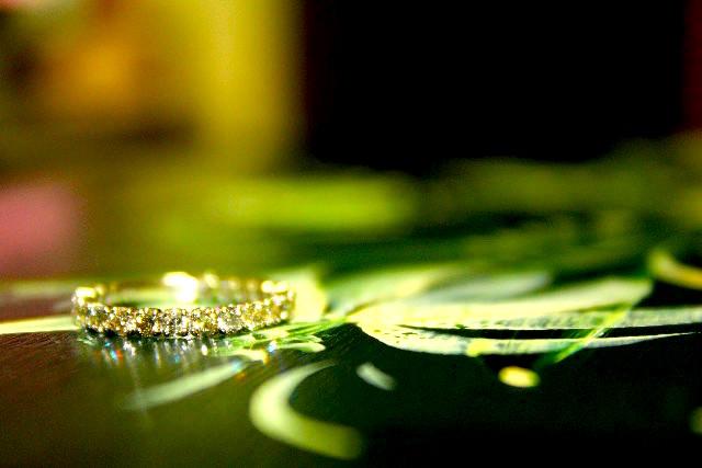 新婚カップルたちが「婚約指輪を決定する際に重視する点は?」