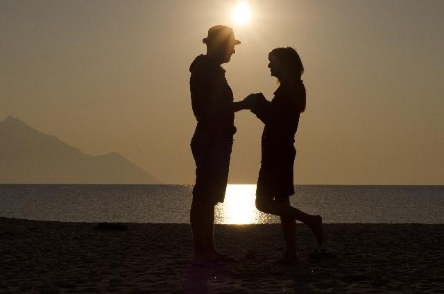 結婚するカップルが「結婚を決めた時期」