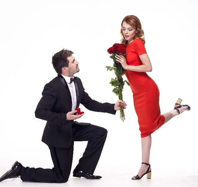 結婚するカップルは「プロポーズをした?された?」