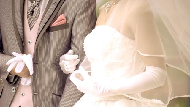 新婚カップルたちの「披露宴の実施状況、実施月」