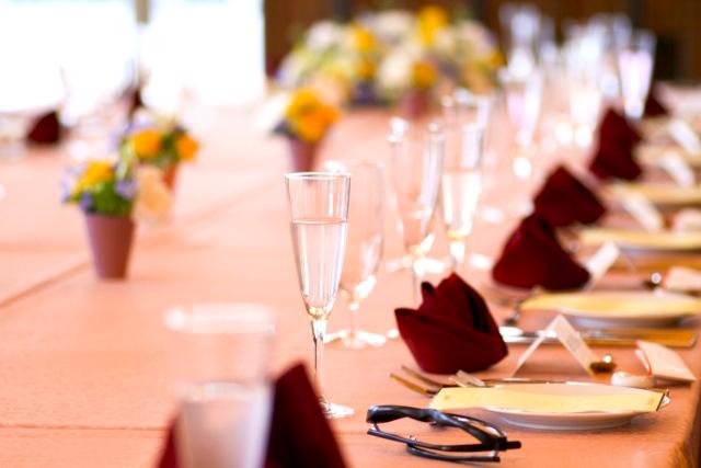 新婚カップルたちの「披露宴の食事スタイル」