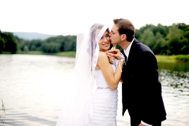 結婚式当日のスナップ撮影の依頼先は?