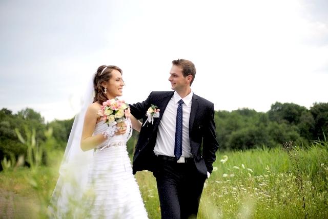 新婚カップルの別撮りロケーション撮影の依頼先・実施時期