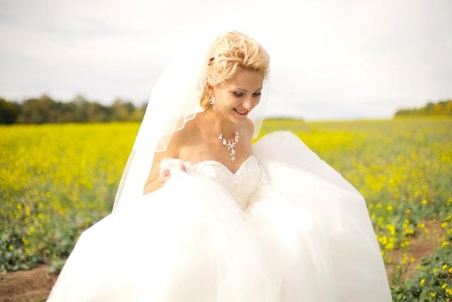 新婚カップルの別撮りロケーション撮影時の新婦の衣裳