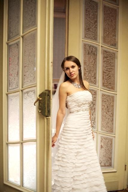 新婚カップルの別撮りスタジオ撮影時の新婦の衣裳