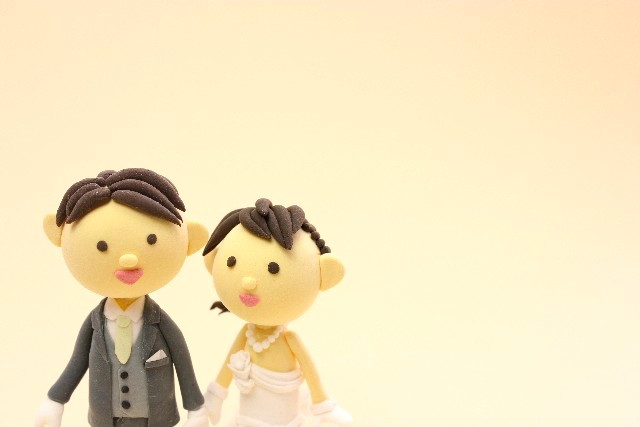 新婚カップルが別撮りのスタジオ撮影を検討・決定する時期