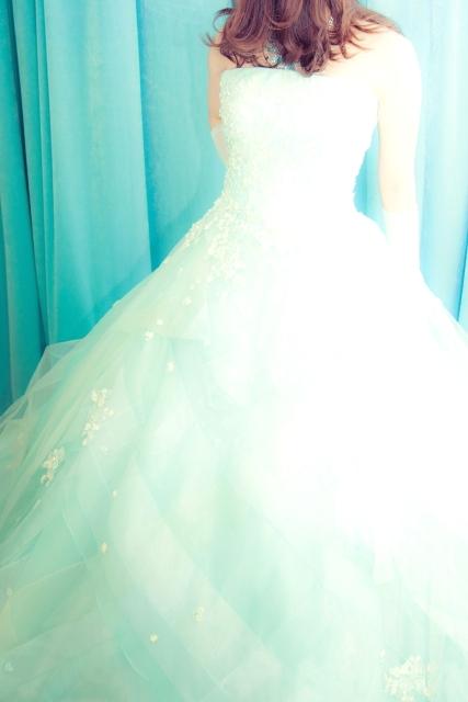 新婦に人気のカラードレスの色のトレンド